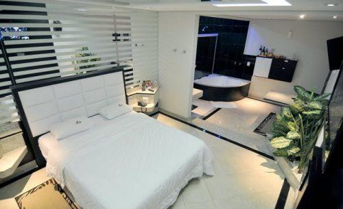 Conheça a suíte Hidro e hidromassagem e garanta a sua reserva já no Caribe Motel!