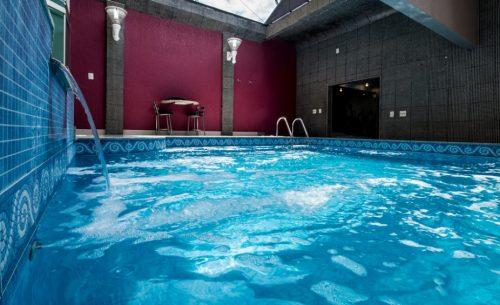 Conheça a suíte Mansão & Teto Solar e garanta a sua reserva já no Caribe Motel!