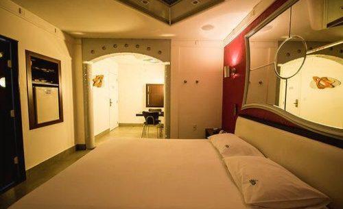 Conheça a suíte Standard e garanta a sua reserva já no Caribe Motel!